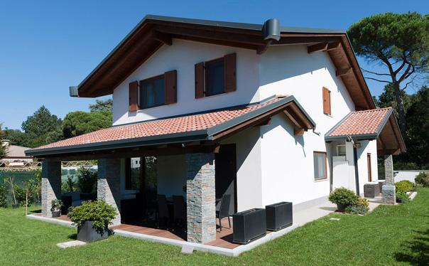 Villa con tetto a quatro falde con cuspide in tutte le for Progetto ville moderne nuova costruzione