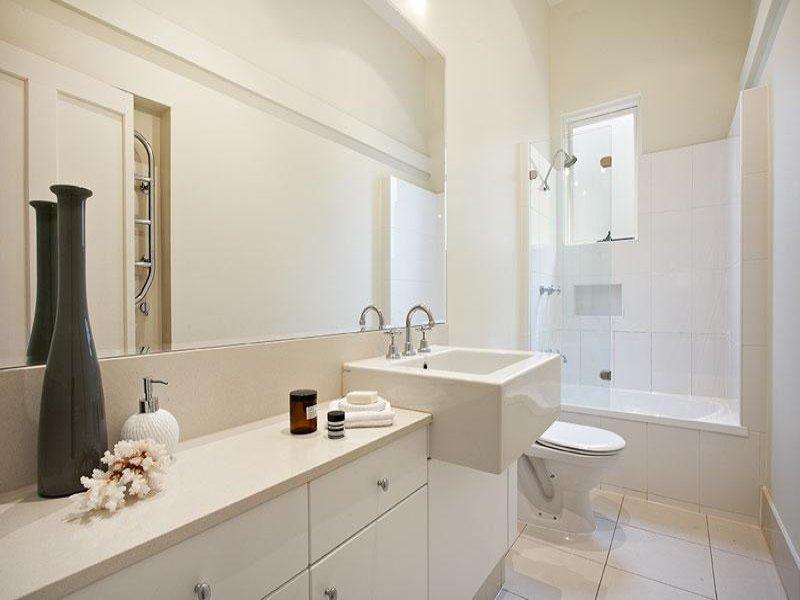 Rivestimenti bagno piccolo rosso idee per il design bagno