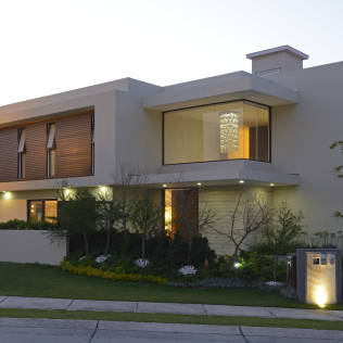 Villa moderna con giardino