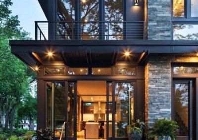 casa in pietra scura