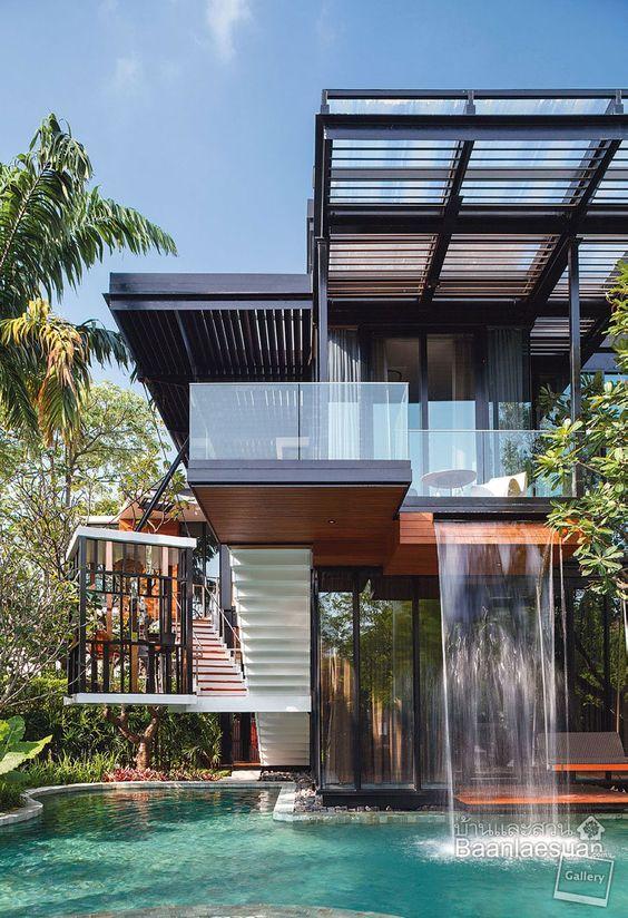 Immagini d 39 ispirazione di ville case e rustici di tutto for Patios de casas modernas con piscina