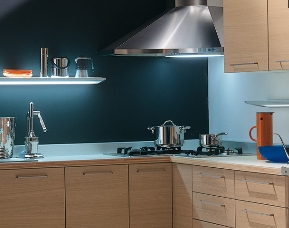 Ispirazioni di cucine soggiorni e altri ambienti interni - Cucina con cappa ad angolo ...