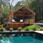 facciate completamente finestrate per un ottima vista su piscina