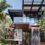 casa moderna in legno con cascata che cre psicina