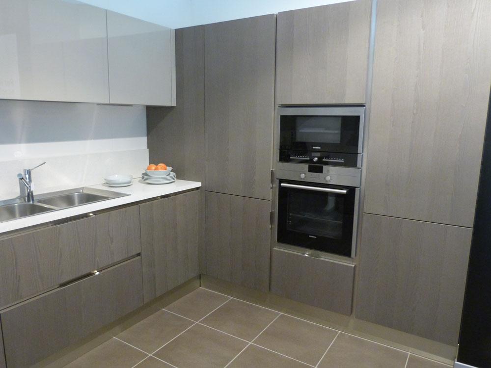 Appartamento in toscana esempio progetto arredo online - Cucina con dispensa angolare ...